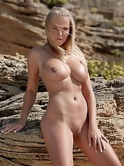 For our hot model Janine warm sand was not to hot and she posed nude with her amazing body